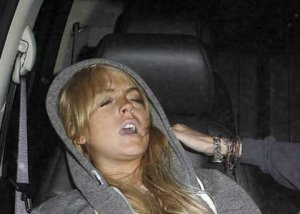 lindsay-lohan-passed-out-ac
